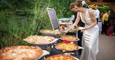 Probably wanna order a bunch of cheap pizzas for the kids so they can enjoy the wedding too! Plus it wouldn't kill me if I ate a few slices! | Pinterest | Pizz…