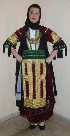 karagouna Folklore, Greek Clothing, Embroidered Clothes, Folk Costume, Traditional Outfits, Sari, Wedding Dresses, Greece, Albania