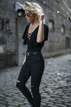 Jeans outfit, black jeans outfit summer, all black outfit casual, black blo Jean Outfits, Casual Outfits, Cute Outfits, Black Outfits, Clubbing Outfits With Jeans, All Black Outfit Casual, Rock Chic Outfits, Glamorous Outfits, Chic Winter Outfits