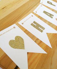 Lettres de paillettes d'or sur la bannière de par OhCarrotSticks, $1.00