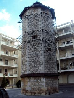 «Bird-apartment» - ή ο γνωστός περιστερώνας σε ακάλυπτο πολυκατοικίας