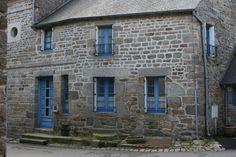 Maison du village de Moncontour (Bretagne, Côtes d'Armor)   par bobroy20