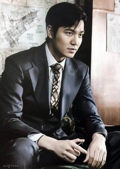 He keeps getting better looking, how is that possible?!?! Lee Min Ho defies reality!