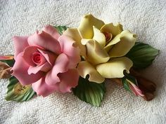 Porcelain Capodimonte Flowers - http://www.homedecoras.net/porcelain-capodimonte-flowers