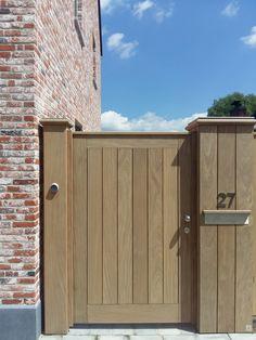 Eiken tuindeur zijingang tuin Driveway Gate, Fence Gate, Garden Gate, Cedar Gate, Privacy Fence Designs, Side Gates, Wooden Gates, Gate Design, Outdoor Areas