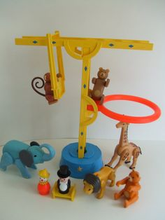 YES, I remember the monkey could swing on the bar. so so cool!