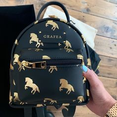 A collection of women's luxury Here you will see luxury bags for the handbag addicts Luxury Purses, Luxury Bags, Luxury Handbags, Fashion Handbags, Fashion Bags, Fashion Backpack, Backpack Outfit, Fashion Purses, Backpack Bags
