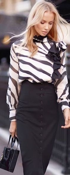 Stylish Women Work Outfits with Blouse and Skirt White Fashion, Love Fashion, Fashion Trends, Jw Mode, Street Chic, Street Style, Modele Hijab, Blouse And Skirt, Professional Outfits