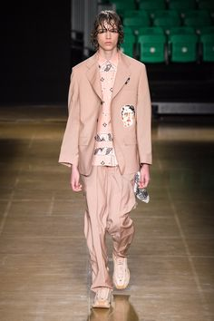 MSGM Spring 2020 Menswear collection, runway looks, beauty, models, and reviews. Men's Fashion, La Mode Masculine, 2020 Fashion Trends, Vogue Russia, Fashion Show Collection, Msgm, Vintage Style Outfits, Mannequins, Ready To Wear