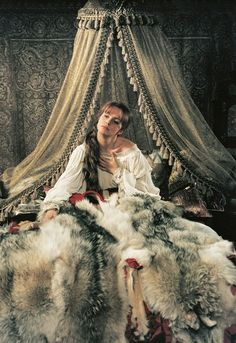 Historical Women, Historical Romance, European Costumes, Cinema Theatre, Beautiful Film, Woman Movie, Pretty Images, Beautiful Costumes, Iconic Women