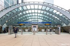 Unique space from Over 55 million visitors pass through Canary Wharf station's turnstiles each year. Pitch up at the front of the station entrance (overlooked by Canary Wharf's corporate towers) and get your idea in. Galleries In London, Pop Up Shops, London Underground, London Street, Experiential, Sydney Harbour Bridge, Paths, Entrance, Exterior