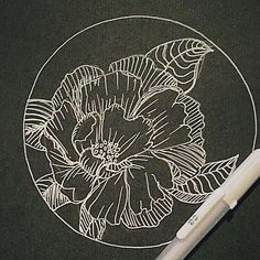 ontspannen met lijntjes, maak prachtige lijntekeningen met die geweldige witte fineliner op zwart papier, echt succes verzekerd! ⠀