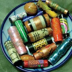 Here basics on making your own paper beads! So start collecting all scrap paper all over the house and start rollin'! (paper beads that is. Paper Beads Tutorial, Make Paper Beads, Paper Bead Jewelry, Fabric Jewelry, How To Make Beads, Diy Jewelry, Jewellery, Jewelry Making, Diy Paper