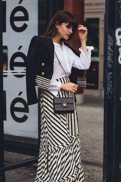 Während unserem #bloggerbazaarHQ haben wir unsere Lieblings-Streetstyle-Stars in den RebelleKleiderschrank und dann vor die Linse von unserem Fotografen Hyped Vision geladen. Es ist jedes Mal so spannend zu sehen wie jede Einzelne der Bloggerihren ganz individuellen Look aus dem Luxus-Sortiment von Rebelle zusammenstellt. Mehr gibt's hier: http://www.blogger-bazaar.com/2016/07/06/bloggerbazaarhq-best-street-style/ Fashion Week, Streetstyle, Blogger,   Berlin, Stripes thefashionfraction
