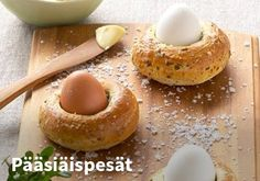 Påskereder med blødkogte æg - Smag Opskriften fra Arla her! Egg Nest, Egg Holder, Pain, I Love Food, Doughnut, Easter Eggs, Dairy Free, Fruit, Breakfast