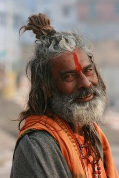 Sadhu (means people that left everything to find enlightenment) Varanasi-a knowing look.wisdom of life, Beautiful World, Beautiful People, Mother India, Varanasi, People Of The World, First World, Yoga, Portrait Photography, The Incredibles