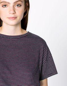 Maglietta a righe con maniche corte - Magliette - Abbigliamento - Donna -  PULL BEAR Italia Italia 74030f4ed41