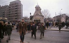București în 1986 – 21 de fotografii   Muzeul de Fotografie Bucharest Romania, Socialism, Vintage Photos, Past, Louvre, Street View, Romantic, Memories, Country