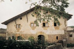 The Legarre farmhouse (Altzo) was built at the beginning of the 16th century and belongs to the first generation of farmhouses in the Basque Country.