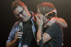 Vince Gill surprises Keith Urban