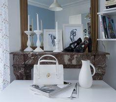 Chic marble fireplace / Cheminée en marble pour effet chic | More photos http://petitlien.fr/studio16m²