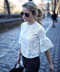 Pretty white lace blouse with black pants and handbag. Fashion Mode, Fashion Outfits, Womens Fashion, Style Fashion, Summer Outfits, Cute Outfits, Mode Top, Shirt Bluse, Blouse Outfit