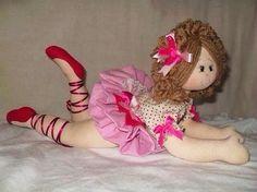 Muñeca bailarina tumbada, de tela con patrones incluidos