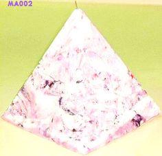 piramide marmoleada, Velas artesanales hechas a mano, si quieres alguna de las velas expuestas en este tablero comunicate conmigo ya sea por este medio o solicita mi correo electronico sera un placer atenderte