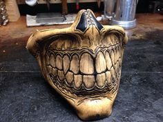 Etsy の Steampunk biker skull Grin Half Mask by SkinzNhydez Leather Mask, Leather Tooling, Mascara Oni, Half Face Mask, Face Masks, Monster Mask, Airsoft Mask, Punisher Skull, Tapas