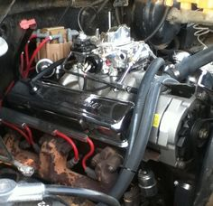 350 4-bolt main, edelbrock intake and Holley carb in the blazer.