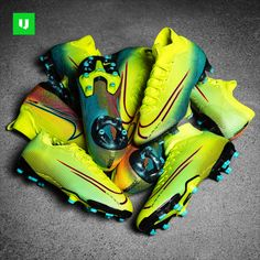 See the new Nike Dream Speed 2 football boots. Discover the brand new Nike Mercurial boots in a very cool colourway. Latest Football Boots, Nike Football Boots, Nike Boots, Nike Soccer Shoes, Soccer Cleats, Neymar Jr, Soccer Pictures, Fifa 20, Discount Nikes