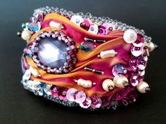 Bransoletka z jedwabiem, shibori, koraliki, cekiny - Cristallin - Bransoletki z koralików Facebook: Cristallin sutasz i koraliki