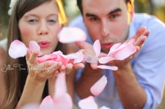 Announcing your baby's gender has become a celebration. Make your gender reveal memorable with these gender reveal ideas. Baby Gender Announcements, Gender Reveal Announcement, Baby Announcement Pictures, Gender Reveal Photography, Gender Reveal Photos, Pregnancy Photos, Maternity Photos, Maternity Photographer, Twins