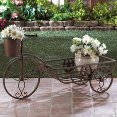 Novelty Wheelbarrow Planter                                                                                                                                                                                 Mais