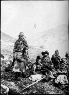 Gruppebilde av samiske folk, Tromsø. A group of Sami people, Tromso, Norway | Flickr - Photo Sharing!