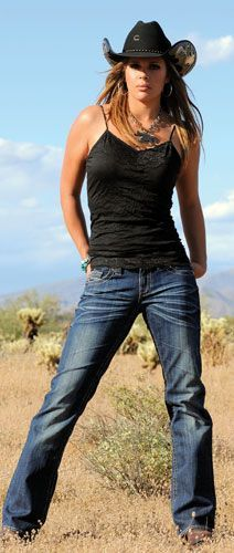 Clothes Style Country - Western Wear What to Wear to a Dude Ranch. Country Western Outfits, Country Girl Outfits, Hot Country Girls, Country Women, Country Fashion, Cowgirl Outfits For Women, Western Dresses, Western Wear For Women, Mode Country