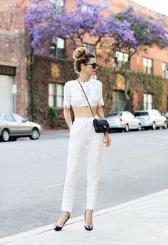 Allwomenstalk Streetstyle brings you the latest street style looks, latest fashion influencers' photos, and street style inspiration hot off the prress. Crop Top Outfits, Summer Outfits, Cute Outfits, Looks Street Style, Moda Casual, Looks Chic, Look Fashion, Net Fashion, Street Fashion