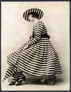 outdoor dress, ca 1917. who dare to wear this outfit in this era? one item maybe could be 'statement-thing' in overall look, eh?