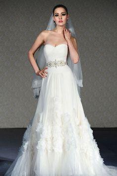 Modern A-line sleeveless tulle wedding dress