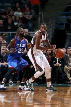 Philadelphia 76ers vs. Milwaukee Bucks - Photos - February 25, 2015 - ESPN