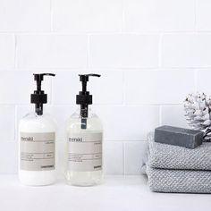 Shampoo og Conditioner fra det super lækre MerakiOg heldigvis er alle deres produkter fri for parabener Find Meraki på moodings.com og husk vi har fri fragt #moodings #nordicliving #nordicdesign