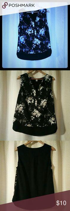 Paraphrase large tip size large Black and floral top. Size large paraphrase  Tops Blouses