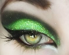 Eye Makeup Tips.Smokey Eye Makeup Tips - For a Catchy and Impressive Look Witch Makeup, Halloween Face Makeup, Hair Makeup, Skull Makeup, Halloween Halloween, Vintage Halloween, Halloween Costumes, Green Glitter, Everyday Makeup