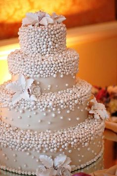 Looking for a wedding cake that will stand out from all the rest? Check out these 30 impressive white wedding cake designs! Beautiful Wedding Cakes, Gorgeous Cakes, Pretty Cakes, Cute Cakes, Amazing Cakes, Cake Pops, Pearl Cake, Bolo Cake, Tier Cake