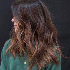 Corte de cabelo desfiado: 40 fotos para inspirar a sua transformação Anh Co Tran, Hair Inspo, Hair Inspiration, Instagram Inspiration, Fall Hair Colors, Brunette Hair, Brunette Color, Balayage Hair, Hair Type