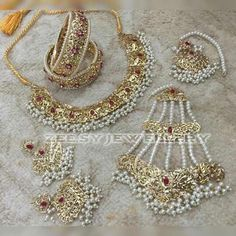 Fulfill a Wedding Tradition with Estate Bridal Jewelry Indian Jewelry Sets, Bridal Jewelry Sets, Bridal Jewellery, Gold Jewellery, Rajput Jewellery, India Jewelry, Bridal Accessories, Jewelry Box, Silver Jewelry