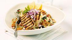 Knackiges Gemüse und leckeres Fleisch: Putenbrust mit Couscous | Zeit: 20 Min. | http://eatsmarter.de/rezepte/putenbrust-mit-couscous