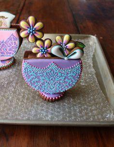 """<3 """"NEW TUTORIAL: 3-D Stenciled Basket Cookies"""