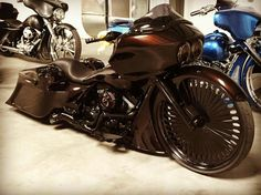 Harley Davidson News – Harley Davidson Bike Pics Harley Bagger, Bagger Motorcycle, Harley Bikes, Motorcycle Style, Motorcycle Garage, Custom Street Glide, Custom Street Bikes, Custom Bikes, Custom Motorcycles