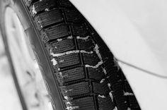 PENTAX K-x f/2.8 ss/ 1/200 ISO/200 50mm #カメラ好きな人と繋がりたい  #カメラ修行 #camera  #photo #photography  #lightroom #pentax #pentaxkx #ricoh #japan #monochrome #モノクロ #車 #タイヤ #car #tire
